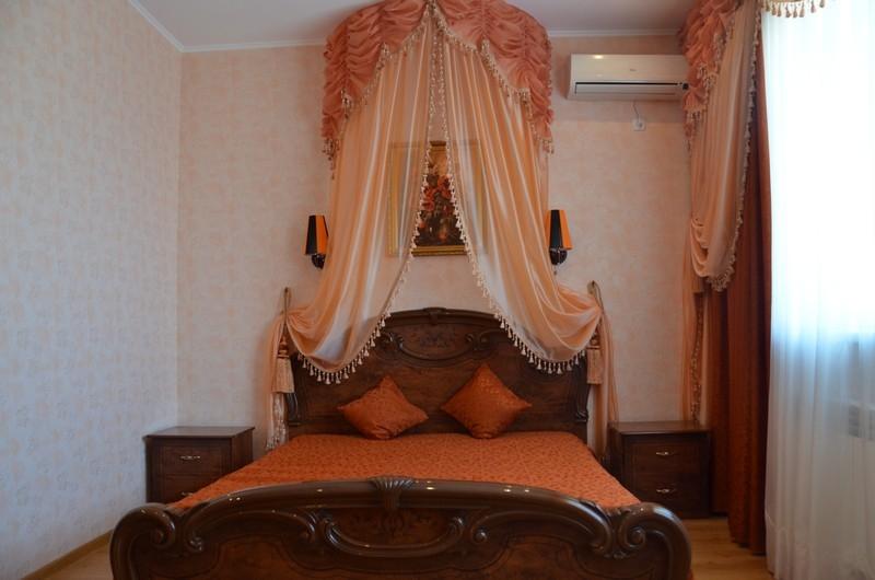 Гостевой дом Катрин - номер Люкс кровать